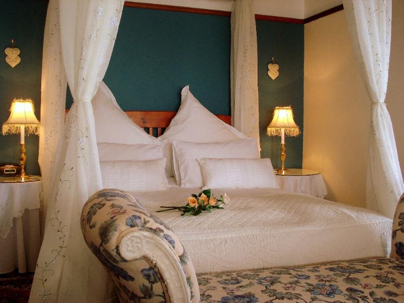 Berg-en-Zee-Guesthouse-Gordons-Bay-Room-1