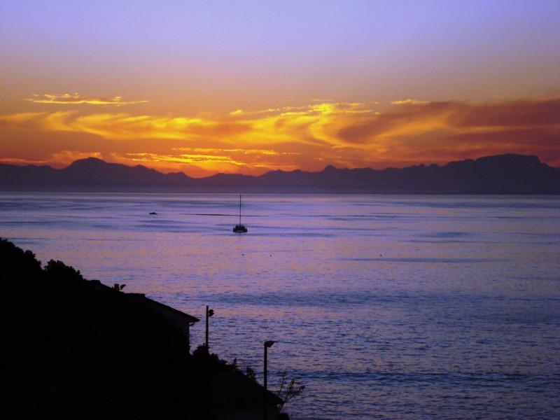Berg-en-Zee-Guesthouse-Gordons-Bay-Sunset-with-yacht-beautiful
