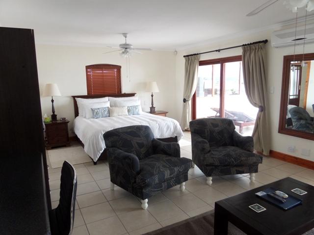 Berg-en-Zee-Guesthouse-penthouse-bedroom