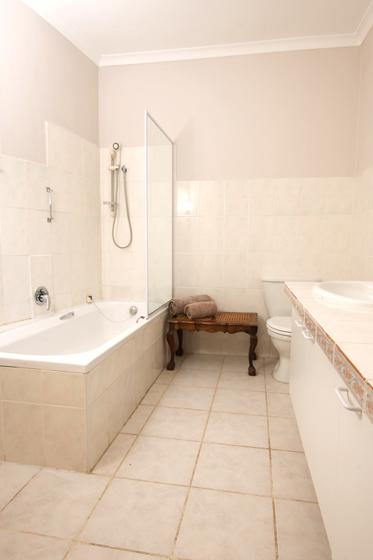 The-Apartment_Gordons_BAY_Bathroom